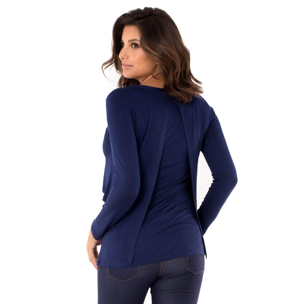Parte de trás blusa para amamentar na cor azul marinho. A blusa possui sobreposição para facilitar a amamentação.