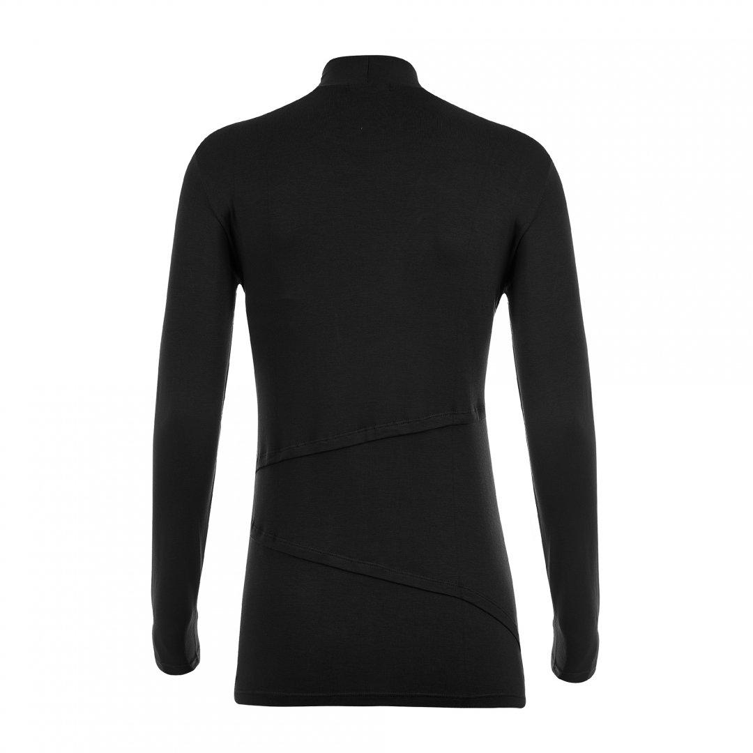 Apenas a blusa para amamentar gola alta preta, sem nenhuma modelo.