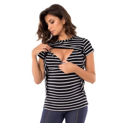 Parte do detalhe que facilita a amamentação da blusa para amamentar listrada preta. É uma blusa feita em malha de alta qualidade.