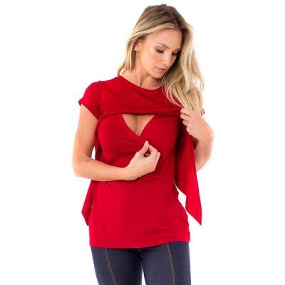 Blusa para amamentar vermelha. O detalhe é uma sobreposição que facilita a amamentação.