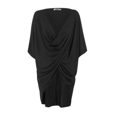 Blusa para amamentar preta com sobreposição para facilitar a amamentação.