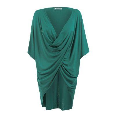Blusa para amamentar verde com sobreposição para facilitar a amamentação.